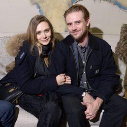 Elizabeth Olsen y Boyd Holbrook