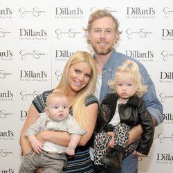 Jessica Simpson y Eric Johnson con sus hijos Maxwell Drew y Ace Knute