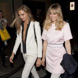 Cara Delevingne y Suki Waterhouse en la inauguración de la tienda Karl Lagerfeld en Londres