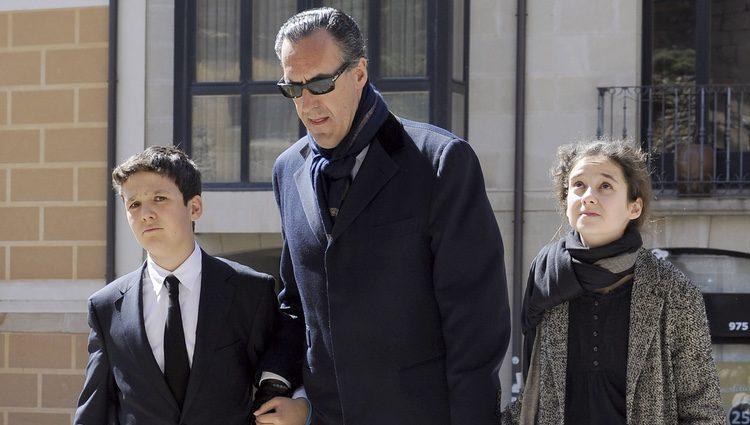 Jaime de Marichalar con sus hijos Froilán y Victoria Federica en el funeral de Concepción Sáenz de Tejada