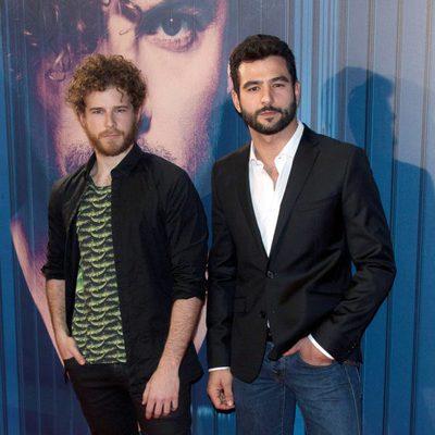 Álvaro Cervantes y Antonio Velázquez en el estreno del videoclip de David Bisbal 'Tú y yo'