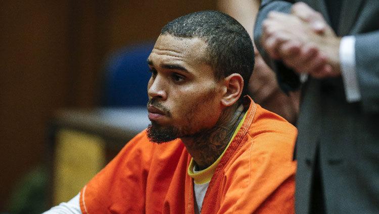 Chris Brown ante el juez tras violar la libertad condicional