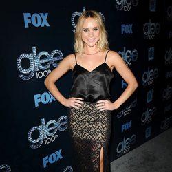 Becca Tobin en la fiesta del episodio 100 de 'Glee'