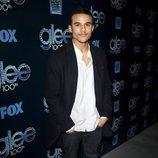 Jacob Artist en la fiesta del episodio 100 de 'Glee'