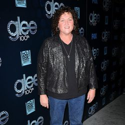 Dot Marie Jones en la fiesta del episodio 100 de 'Glee'