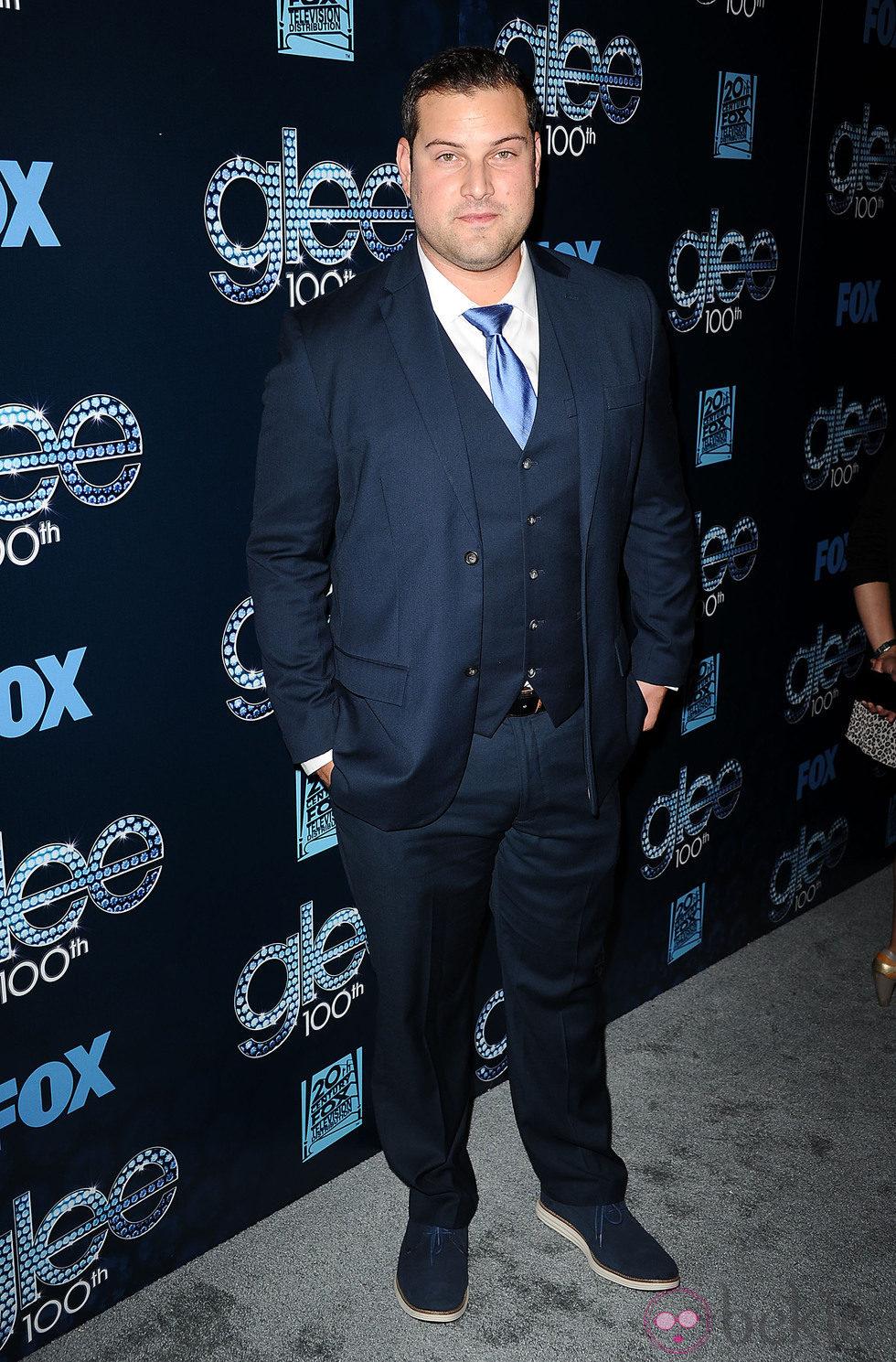 Max Adler en la fiesta del episodio 100 de 'Glee'