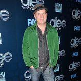 Mike O'Malley en la fiesta del episodio 100 de 'Glee'