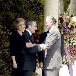 Adolfo Suárez recibe el pésame de los Reyes en el funeral por su mujer Amparo Illana