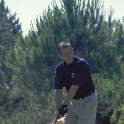 Adolfo Suárez jugando al golf