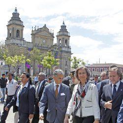 La Reina Sofía visita la zona antigua de la capital de Guatemala