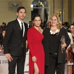 Carmina Barrios con Paco y María León en el estreno de 'Carmina y Amén' en el Festival de Málaga 2014