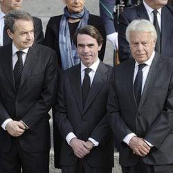 Jose Luis Rodríguez Zapatero, José María Aznar y Felipe González en la capilla ardiente de Adolfo Suárez