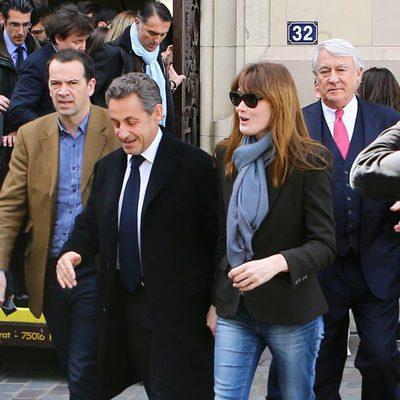 Nicolas Sarkozy y Carla Bruni tras votar en las elecciones municipales