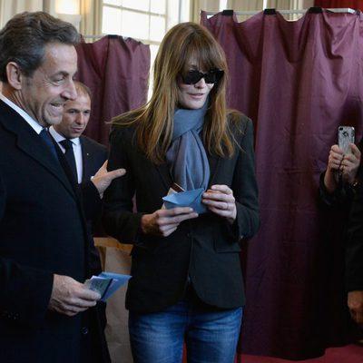 Nicolas Sarkozy y Carla Bruni votando en las elecciones municipales