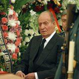 El Rey Juan Carlos en la capilla ardiente de Adolfo Suárez