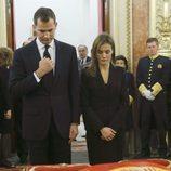 Los Príncipes Felipe y Letizia en la capilla ardiente de Adolfo Suárez