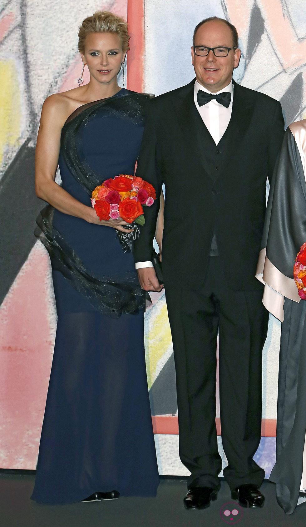 La Princesa Charlene y el Príncipe Alberto en el Baile de la Rosa de Mónaco 2014