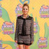 Kaley Cuoco en la alfombra naranja de los Kids Choice Awards 2014