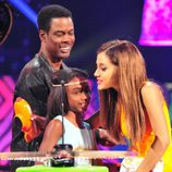 Ariana Grande recoge su premio en los Kids Choice Awards 2014