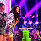 Selena Gomez recoge un premio en los Kids Choice Awards 2014