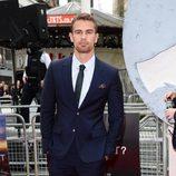 Theo James en la premiere de 'Divergente' en Londres