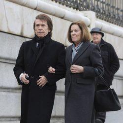 Raphael y Natalia Figueroa en el funeral de Estado de Adolfo Suárez