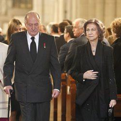 Los Reyes Juan Carlos y Sofía en el funeral de Estado de Adolfo Suárez