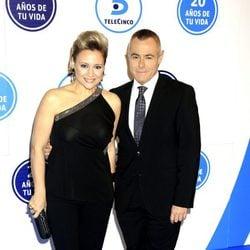 Gloria Serra y Jordi González en el 20 aniversario de Telecinco