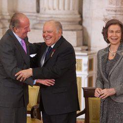 Los Reyes entregan el Toisón de Oro a Enrique V. Iglesias