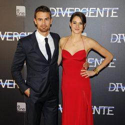 Theo James y Shailene Woodley en el estreno de 'Divergente' en Madrid