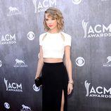 Taylor Swift posa en los premios CMA 2014