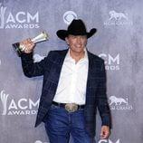 George Strait tras ganar en los premios CMA 2014