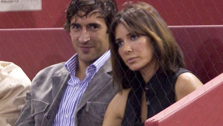 Raúl González y Mamen Sanz en un partido de tenis en Madrid