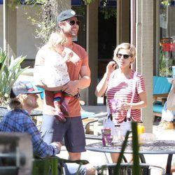 Elsa Pataky, Chris Hemsworth e India Rose con Owen Wilson