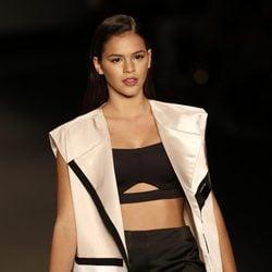 Bruna Marquezine desfilando en la Semana de la Moda de Río de Janeiro