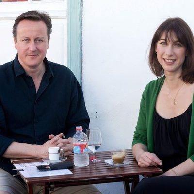 El político David Cameron y su mujer en Lanzarote