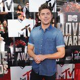 Zac Efron en la alfombra roja de los MTV Movie Awards 2014