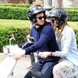 Emma Stone y Andrew Garfield en Roma