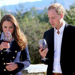 Los Duques de Cambridge beben vino en la Bodega Amisfield de Nueva Zelanda