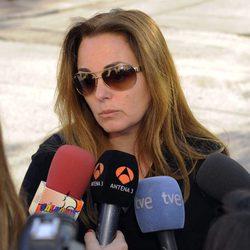 Carmen Morales atiende a los medios tras la muerte de Junior