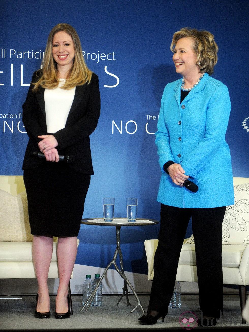 Chelsea Clinton anuncia su embarazo junto a su madre Hillary Clinton