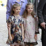 Las Infantas Leonor y Sofía en la misa de Pascua en Palma