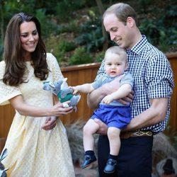 Los Duques de Cambridge y el Príncipe Jorge visitan un zoo de Sidney