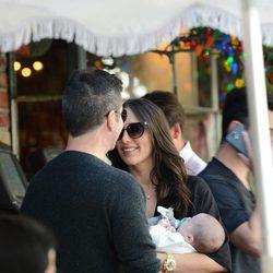 Simon Cowell con su novia Lauren Silverman y su hijo Eric en Los Angeles
