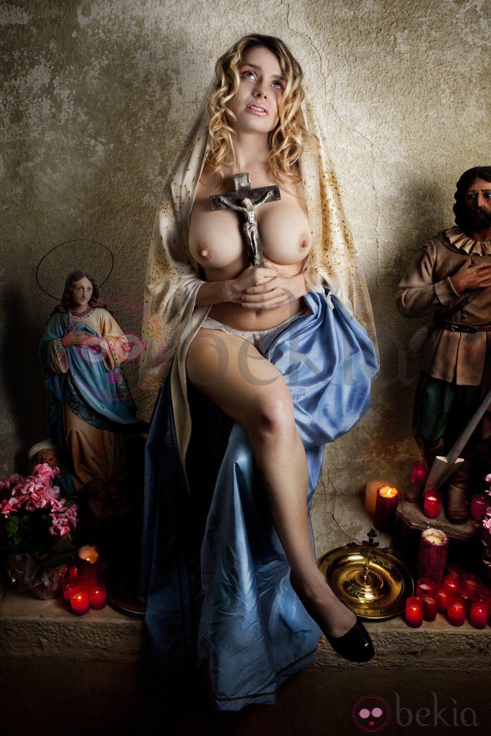 María Lapiedra se transforma en una Virgen María muy picante