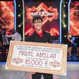 Miguel Abellán posando como ganador de '¡Mira quién baila!'