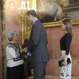 Los Príncipes de Asturias saludan a la ganadora del Premio Cervantes 2014
