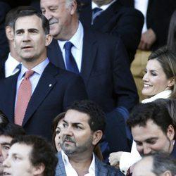 Los Príncipes Felipe y Letizia en el partido de Champions entre el Atlético de Madrid y el Chelsea