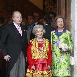 Los Reyes y la ganadora del Premio Cervantes 2014