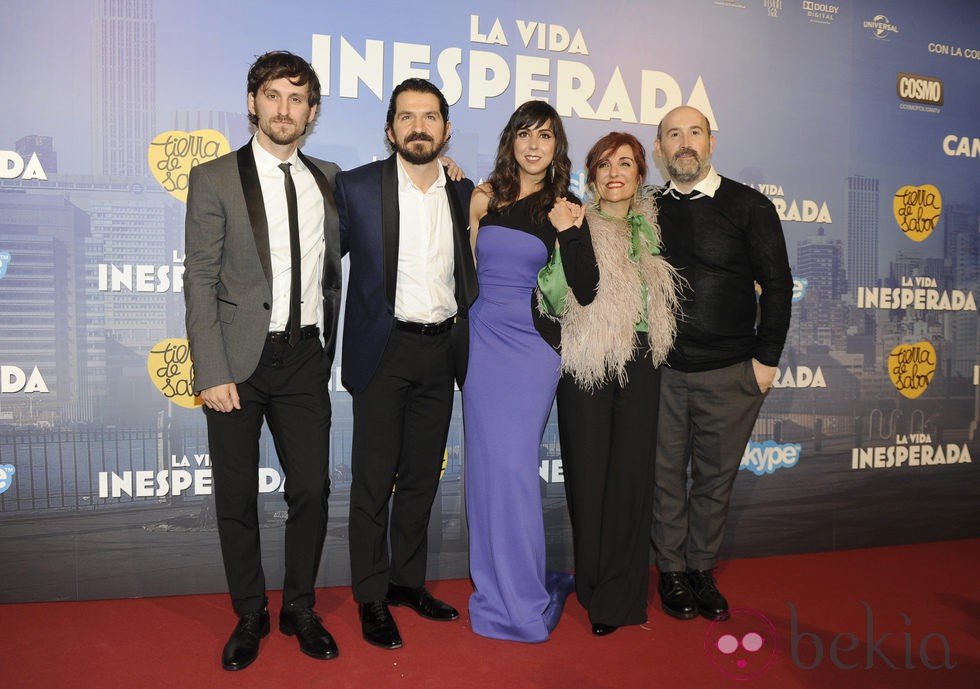 Raúl Arévalo, Jorge Torregrossa, Carmen Ruiz, Elvira Lindo y Javier Cámara en el estreno de 'La vida inesperada'